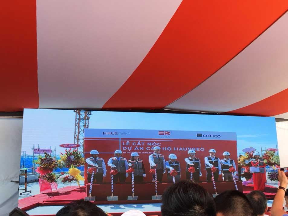 Lễ cất nóc của Cofico tại dự án Hausneo