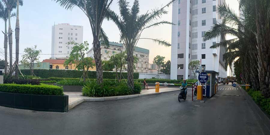 Đường vào khu căn hộ LuxCity