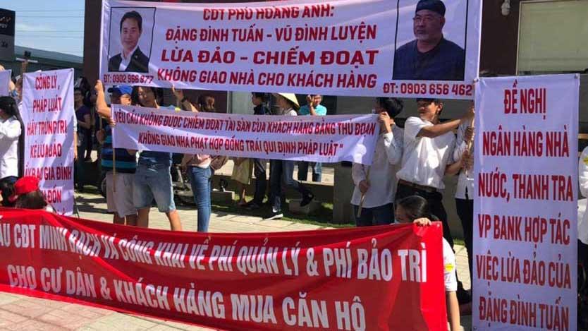 Cư dân biểu tình yêu cầu phí bảo trì dự án chung cư