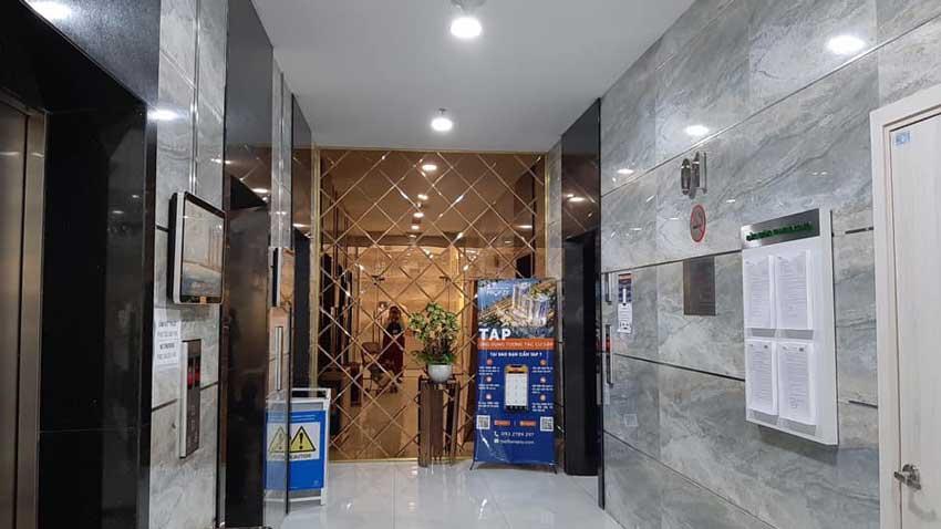Sảnh thang máy tại Viva Riverside