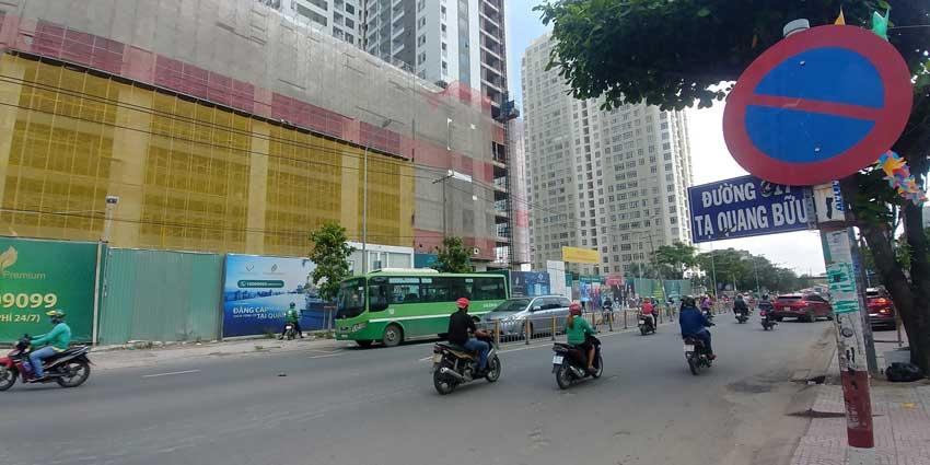 Cổng dự án tại đường Tạ Quang Bửu