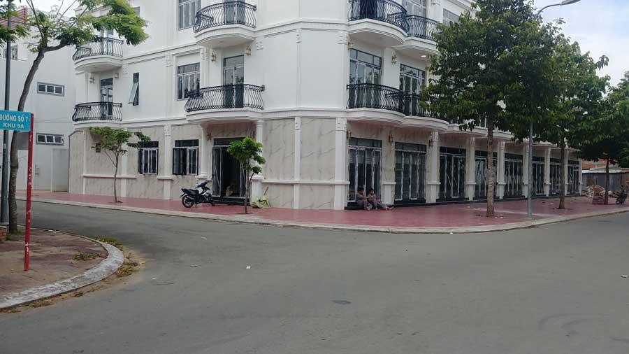 Dãy nhà phố thương mại 1 trệt 2 lầu tại Mekong Centre