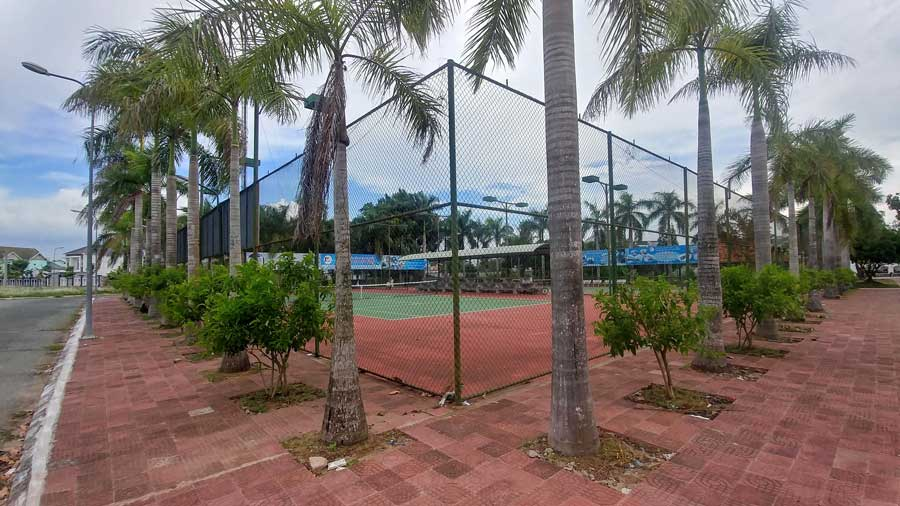 Sân tennis trong khuôn viên dự án