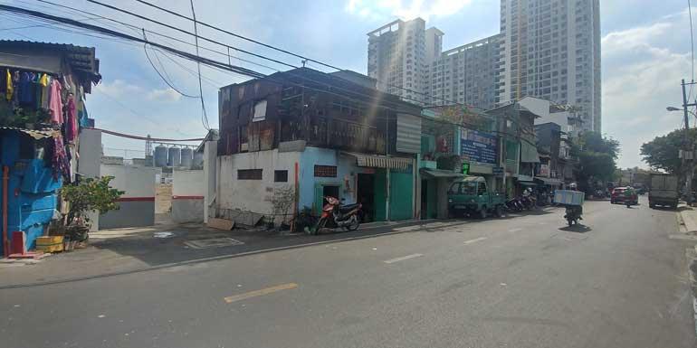 Cổng đường Gia Phú vào Satra Mall