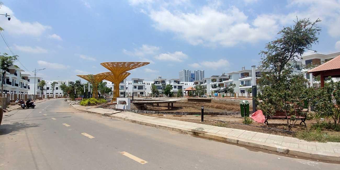 Hồ cảnh quan trung tâm dự án Thăng Long Home